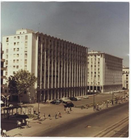 Blocurile ONT si Eva, construite la inceputul anilor 60 pe locul Muzeului Simu. Probabil fotografia este realizata in 65-70.