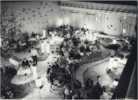 Interior restaurant, fotografie Agerpres