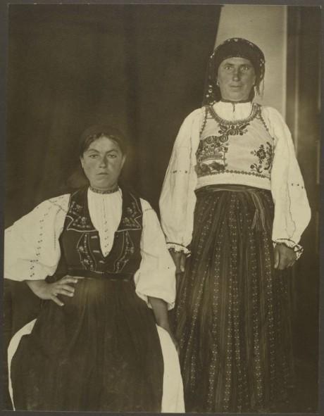 Romanian women - ca. 1906-1914 - (c) NYPL - Image ID: 418027