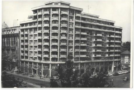 Bloc modern in Piata Rosetti